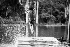 Crianças devem ser crianças (Italberto Dantas) Tags: brazil bw water água brasil canon jump child pb barefoot criança pulo maranhão infância descalço chidhood descalcinho italberto