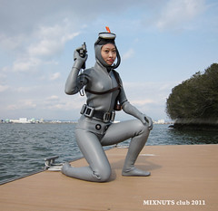 GUNSEXY_0750 (mixnuts club) Tags: fetish gun scuba diving rubber spy diver peril wetsuit wetsuits secretagent frogwoman divinggirl rubbersuits