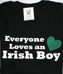 Remera everyone loves an irish boy (Lady Krizia) Tags: ireland boy irish tshirt loves everyone vinilo celta remera wilwarin remeras estampado termoestampado