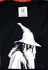 Remera Gandalf (Lady Krizia) Tags: tshirt gandalf lordoftherings hobbit vinilo tolkien remera wilwarin remeras estampado termoestampado