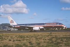 285ck - American Airlines Boeing 757-223; N184AN@SXM;07.03.2004 (Aero Icarus) Tags: avion plane aircraft flugzeug slidescan princessjulianainternationalairport saintmartin sintmaarten sxm