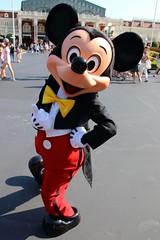 Mickey Mouse (sidonald) Tags: tokyo disney tokyodisneyland tdl tokyodisneyresort tdr mickeymouse mickey greeting
