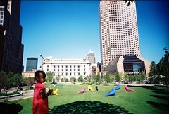 Little girl with her father on one of Public Square's grassy knolls (gmbernstein) Tags: vivitarultrawideslim uws fuji 400 cleveland