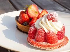 tarts (piranhabros) Tags: dessert strawberry raspberry boulangerie wellfleet