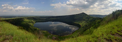 Crater lake (supersky77) Tags: queenelizabethnationalpark qenp uganda africa cratere crater lake lago craterlake savana