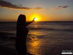 Sesion Fotogrfica (sergusj) Tags: sun sol girl contraluz mar chica nubes sesion