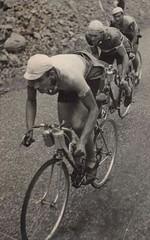 Radrennen 1940er-Jahre (H A T S C H I B R A T S C H I) Tags: bike bicycle vintage 1940 cycle oldtimer fahrrad 1950 racer rennrad oldtimerfahrrad