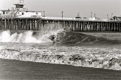 cowell's beachbreak, santa cruz, february 2012 [#021537] (Jeff Merlet Photography) Tags: ocean california leica blackandwhite bw usa santacruz film beach water 35mm published surf warf pacific kodak surfer board tube surfing 400 surfboard 135 37 tmax400 elmar 2012 negatif shorebreak pitted beachbreak leicam6ttl 201202 elmar135 thelanetowaddell jeffmerletphotography jeffmerlet photojeffmerletcom 021537 ncps2654 r0215