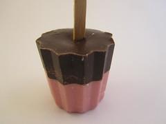 Hotchocomoment: Pure chocolade met aardbei (Chocomoment.nl) Tags: chocolate chocolatemilk chocolademelk chocoladekopen
