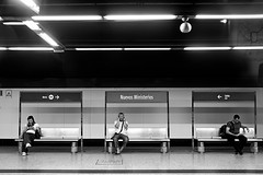 III (Sonia Montes) Tags: madrid bw white black byn blancoynegro canon tren metro bn estación andén soniamontes