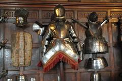 Arms and armour in the Great Hall of Warwick Castle (Kirkleyjohn) Tags: warwick warwickcastle platearmour armsandarmour