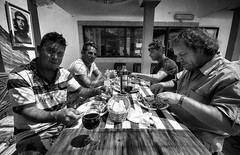 The lunch (Vitor Pina) Tags: street scenes streetphotography streets moments monochrome momentos man men photography pretoebranco people pessoas portraits portait portrait