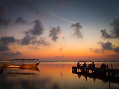 Albufera en verano (Jose Prieto.) Tags: verano valencia albufera reflejos reflection nubes clouds cielo sky calor embarcadero barcas espigon