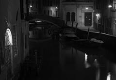 Notte (conteluigi66) Tags: luigiconte laguna venezia veneto canale calle acqua barca barche notte buio luce ponte riflresso riflessi luci