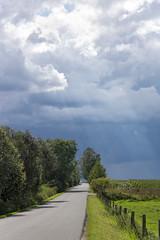 der Regen kommt (tleesch) Tags: jahreszeit naturpark naturparkmecklenburgischeschweizundkummerowersee peenetalvonsalembisjarmen regen sommer sonne wolken hohenbollentin mecklenburgvorpommern deutschland de