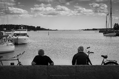 Wie war dein Tach? (Rauschverteilung Fotografie) Tags: street bw fisher bike sea balticsea maritim blackandwhite monochrome