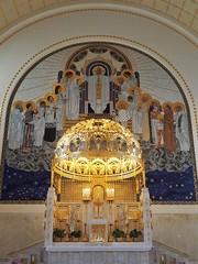 Otto-Wagner-Kirche (NoDurians) Tags: ottowagnerspital ottowagner steinhof wien vienna kircheamsteinhof 1140 jugendstil artnoveau altar
