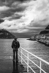 mirando al mar (Zizti K5) Tags: sea clouds puerto coast mar cte nubes donosti sansebastian nautico urgul