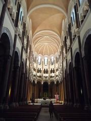 Nef éclairée (Chapelle St-Marc) (Calystee) Tags: lyon arts ombreetlumière glises