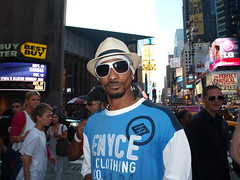 Snoop Dogg lookalike, Times Square, New York City (Paul-M-Wright) Tags: nyc newyorkcity usa ny newyork hat sunglasses america us clothing fake double timessquare actor gothamist gotham ringer rapper snoop dogg 2012 snoopdogg lookalike impersonator paulwright enyce fakesnoopdogg fakesnoop