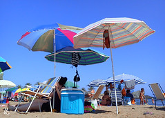 Sombrillas de Colores (Mariano R. Guasch) Tags: summer beach playa verano mazarron percheles