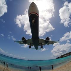 B757 (Gus NYC) Tags: beach plane aperture fisheye boeing awe stmaarten sxm 757 avion omd usairways aterrizaje princessjuliana supershot em5 rokinon