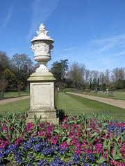 Waddesdon Manor (Dubris) Tags: england urn garden buckinghamshire nationaltrust primula gildedage waddesdonmanor rothschild