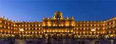 Plaza Mayor / Salamanca / Spain 2016 (zilverbat.) Tags: city longexposure travel blue heritage tourism monument architecture night square photography spain image citylife culture unesco timelife bluehour salamanca cinematic plazamayor spanje unescoheritage tripadvisor longexposurebynight