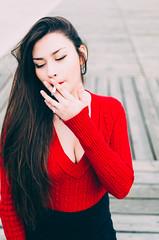 RENATA (Vampyyri.Lauri) Tags: mujer bonita guapa woman chilena modelo rojo cigarro cigarette fumar fumando muelle baron muellebaron valpo valparaiso chile retrato airelibre laura tudela lauratudela