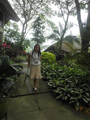 YT_2852465753_n (cb_777a) Tags: amputee disabled handicapped onelegged crutches accident philippines