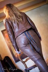 elle256 (Cuir Couple) Tags: cuir leder leather cuero veste jacket jupe skirt pantalon pant hosen mistress maitresse cuissardes matre master bondage bdsm cravache martinet