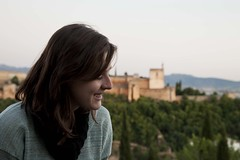 una sonrisa tmida (Jonatan Cunha) Tags: granada andaluzia spain alhambra alambra trip travel vacance erasmus portrait smile landscape viewpoint