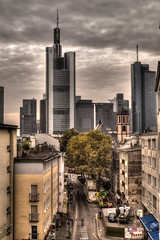 Kontraste (blumenandy) Tags: frankfurt herbst wolkenkratzer