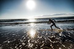 LIBRE (PaxaMik) Tags: silhouette ocan ocean atlantique landes atlanticocean courir runing horizon beach reflection reflet soleil sun surf skinboard