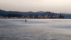 Bao al amanecer. Beach at sunrise (Costero2010) Tags: baista mar ciudad luces olas solo