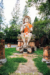 The Buddha Image of Dvaravati period, The Ancient City, Muang Boran, Samut Prakan Province, Thailand. (samurai2565) Tags: samutprakan samutprakanprovince thailand ancientsiam ancientcity muangboran sukhumvitroad bangkok lekviriyaphant bangpu