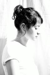 Dulce. (abrilulloa) Tags: highkey blackandwhite perfil light luz fondoblanco mujer portrait retrato iluminacin blancoynegro monocromtico bn bw interior persona detalle clavealta blanco women woman sideface rostro