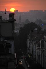 Sometimes, he shows up! (M R N G V I E W) Tags: sunset brussels bruselas sun soleil light city cityatnight