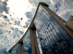 Espejo de ti (Bonsailara1) Tags: bonsailara1 martes nubes nwn singapore singapur marinabay buildings skyscrapper