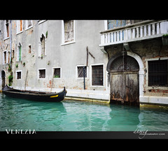 Venezia (dhmig) Tags: windows italy water relax canal stair quiet gondola venezia canale famousplace watercanal uniqueness uniqueplace famousdestination