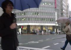 神保町 横断歩道を渡るひと Chiyoda-ku, Tokyo (ymtrx79g ( Activity stop)) Tags: street color slr film japan analog tokyo voigtlander 35mmfilm fujifilm 東京 135 chiyodaku 傘 jinbocho 街 jimbocho 神保町 写真 千代田区 銀塩 フィルム fujicast801 voigtlanderultron40mmf2slaspherical fujicolor記録用100 歩行走行 walkandrun umbrellaandparasol 201204blog