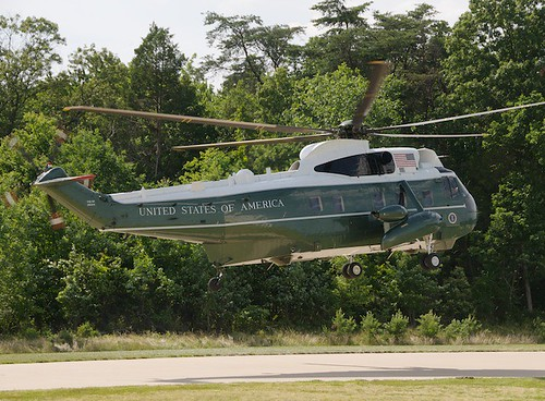 Sikorsky VH-3D Sea King Departing