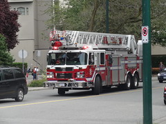 Vancouver Ladder 7 (Canada EmergencyBuff 102) Tags: rescue vancouver fire sirius services spartan gladiator smeal l7 ladder7 vfrs