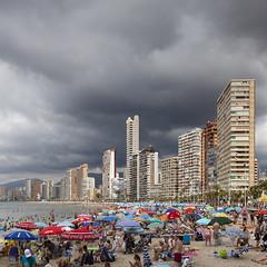Happy hour (Julio López Saguar) Tags: summer españa hot beach clouds buildings spain edificios playa alicante nubes verano beehive benidorm colmena calor accumulation alacant paisvalenciano acumulación juliolópezsaguar
