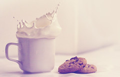 cookie splash crown (60dn) Tags: food 50mm cookie bokeh crown splash watersplash milksplash cookiesplash