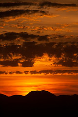 Rafal Roig (Bruce Poole) Tags: light sunset red summer espaa orange cloud sun sunlight mountains colour silhouette clouds spain europe mediterranean sundown cloudy dusk horizon espana nubes mallorca espagne majorca 2010 espagna martes nwn balearicislands balearic espagnol nwm mountainsilhouette balerics baleric worldtrekker belowthehorizon martesdenubes cloudsontuesday rafaelroigtravel