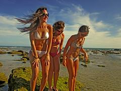 Playas de Cadiz (CruzCaba) Tags: naturaleza sol agua playa paisaje arena verano cadiz cuerpos mujeres olas calor diversion sombreros bronceado