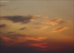 Légèreté (bleumarie) Tags: orange mer nature vacances fuji sable ciel été nuage roussillon loisirs plage tourisme fujifinepix leverdesoleil méditerranée saintemarie catalogne pyrénéesorientales mfcc soleillevant suddelafrance bleumarie mariebousquet photomariebousquet