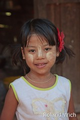 Girl in Bagan (Rolandito.) Tags: portrait girl burma myanmar birma tanaka pagan bagan thanaka birmanie birmania thanakha