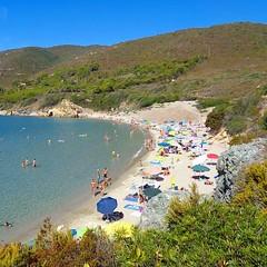 Saluti dalla spiaggia di #laconella a #capoliveri con lo scatto di @alexisb84. Continuate a taggare le vostre foto con #isoladelbaapp il tag delle vostre vacanze all'#isoladelba. http://ift.tt/1NHxzN3 (isoladelbaapp) Tags: isoladelba elba visitelba portoferraio porto azzurro capoliveri marciana marina di campo rio